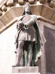 Statue de Guillaume le Conquérant - English: Photo of Richard the Good as part of the Six Dukes of Normandy statue in the Falaise town square.