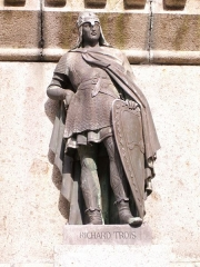 Statue de Guillaume le Conquérant - English: Photo of Richard III as part of the Six Dukes of Normandy statue in the Falaise town square.