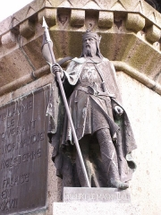 Statue de Guillaume le Conquérant - English: Photo of Robert the Magnificent as part of the Six Dukes of Normandy statue in the Falaise town square.