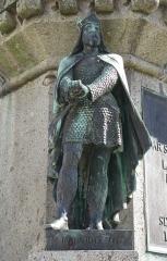 Statue de Guillaume le Conquérant - Nrf: Monument à Dgilliaume lé Contchéthant à Falaise (Calvados, Bâsse-Nouormandie). Chutte statue c'valiéthe du septchième Duc dé Nouormandie, stchulptée par Louis Rochet (1818-1873), fut grée en 1851. Sus l'piédestal, des statues tch'èrprésentent les siêx ducs dé d'vant fûtent ajouôtées en 1875