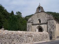 Château de Caillac - La chapelle Saint-Ferréol et Notre-Dame du Bon-secours à Salsignac et au fond le viaduc de la ligne Bort-les-Orgues - Neussargues