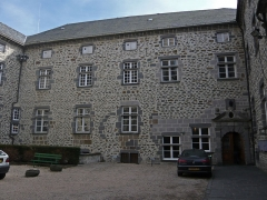 Ancien évêché, actuellement mairie et musée - English:  The south wing of the Old Bishopric houses the Town Hall.