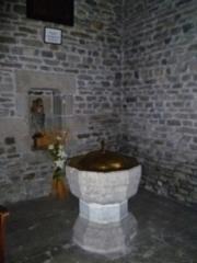 Eglise Saint-Blaise et Saint-Martin - Français:   Fonts baptismaux à l\'église de Saint-Martin et Saint-Blaise, département du Cantal, en région Auvergne-Rhône-Alpes, France