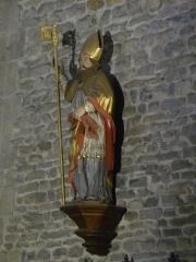 Eglise Saint-Blaise et Saint-Martin - Français:   Statue du saint Blaise, patron de l\' église, provenant de l\'ancien rétable de 1683 (?); l\'église de Saint-Martin et Saint-Blaise, département du Cantal, en région Auvergne-Rhône-Alpes, France