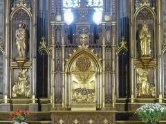Eglise Saint-Blaise et Saint-Martin - Français:   Maître-autel du sculpteur chaudesaiguois Jean-Baptiste Roche (1832-1896); l\'église de Saint-Martin et Saint-Blaise, département du Cantal, en région Auvergne-Rhône-Alpes, France