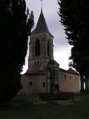 Eglise Saint-Cybard - Français:   église et monument aux morts de Chavenat, Charente, France