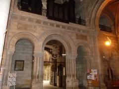 Eglise Saint-Martial - Français:   intérieur, entrée de l\'église St-Martial, Angoulême, France