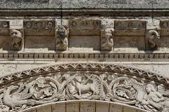 Eglise Saint-Martial - Français:   Modillons et frises néo-romans (XIXe siècle), église Saint-Martial, Angoulême, Charente, France.