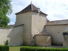 Logis du Portal - Français:   Tourelle sud de l\'entrée du logis du Portal, Vars, Charente, France