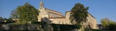 Eglise Saint-Jean-Baptiste -  Église et prieuré Saint-Jean-Baptiste, à Ronsenac, Charente, France: vue d'ensemble.
