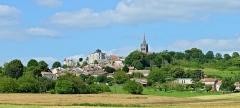 Eglise Saint-Romain - Français:   Vue ouest du bourg depuis la D 17, Villebois-Lavalette, Charente, France.