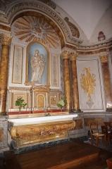 Ancien temple protestant, aujourd'hui église catholique Saint-Martin - Français:   vue d\'un ancien couvent reconverti en habitation (Pons).