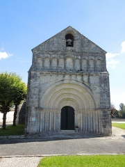 Eglise Notre-Dame de l'Assomption - Deutsch: Die Nordwestfassade der katholischen Pfarrkirche Notre-Dame-de-l'Assomption in Neulles