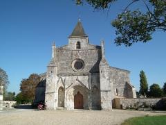 Eglise Saint-Michel - Français:   Façade de l\'église Saint-Michel d\'Ozillac
