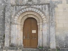 Eglise Saint-Georges - Français:   Portail de l\'église de St-Georges-des-Agoûts, Charente-Maritime, France