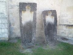 Eglise Saint-Martial - Français:   Sarcophages médiévaux à Saint-Martial-de-Vitaterne
