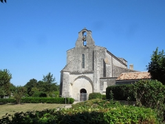 Eglise Saint-Martial - English: Saint-Martial-de-Vitaterne, village church seen from the southwest