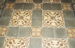 Eglise paroissiale Saint-Gervais et Saint-Protais - English:   Jonzac, church Saint-Gervais-et-Saint-Protais, floor tiles