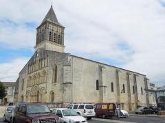 Eglise paroissiale Saint-Gervais et Saint-Protais - English:   Jonzac, Église Saint-Gervais-et-Saint-Protais, viewed from southwest