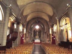Eglise paroissiale Saint-Gervais et Saint-Protais - English:   Jonzac, church Saint-Gervais-et-Saint-Protais, nave