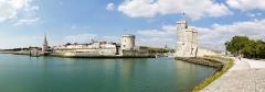Slip way - Tour Saint-Nicolas, tour de la Chaîne et tour de la Lanterne. La Rochelle (Charente-Maritime, Nouvelle-Aquitaine, France).