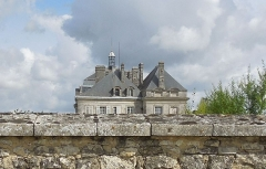 Château de Plassac - English: The Château de Plassac, hiding behind its high tall boundary walls