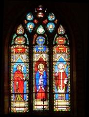 Eglise Saint-Martial - Français:   Vitrail du choeur, église de St-Martial-de-Mirambeau, Charente-Maritime, France