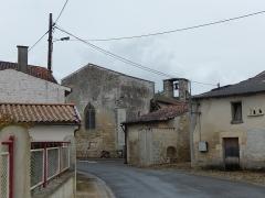 Eglise Saint-Martin - Français:   La rue de la République, la principale artère du village d\'Aujac, en Charente-Maritime.