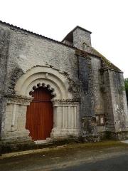 Eglise Saint-Martin - Français:   L\'église Saint-Martin d\'Aujac, en Charente-Maritime.