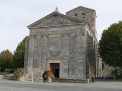 Eglise Saint-Pierre - Français:   Façade de l\'église de Soubise, Charente-Maritime, France