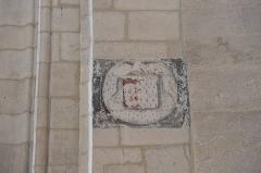 Eglise Saint-Pierre - Deutsch: Katholische Kirche Saint-Pierre in Soubise im Département Charente-Maritime (Nouvelle-Aquitaine/Frankreich); Trauerband (litre funéraire) an der Innenwand