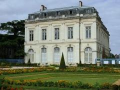 Ancien palais archiépiscopal, devenu Hôtel de ville - Français:   Bourges - Palais archiépiscopal - Façade vers le jardin