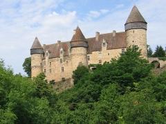 Eglise paroissiale Saint-Martial - Façade principale du château de Culan. Photo: ameliris