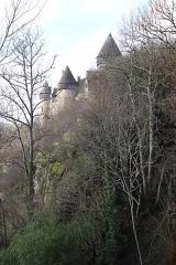 Eglise paroissiale Saint-Martial - Le château de Culan en France en hiver.