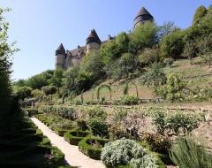 Eglise paroissiale Saint-Martial - Deutsch: Burg Culan im französischen Département Cher - Gartenanlage