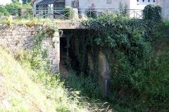 Ouvrages du canal de Berry - Français:   écluse comblée du Pont-canal de la Tranchasse, sur le canal de Berry (Cher)
