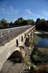 Ouvrages du canal de Berry - Français:   Vue de la face aval du pont canal de la Tranchasse (Cher)