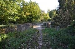 Ouvrages du canal de Berry - Français:   Le pont-canal vu depuis le chemin de halage.