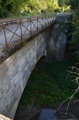 Ouvrages du canal de Berry - Français:   Vue de la face aval du pont canal de la Croix (Cher)