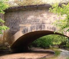 Ouvrages du canal de Berry - Français:   pont canal de la Croix, situé sur la commune d\'Ainay-le-Vieil, Cher, France.