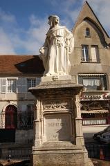 Monument à Jacques Coeur -  Statue de Jacques Coeur à Bourges