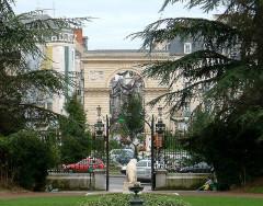 Réservoir Darcy et jardin Darcy, y compris ses clôtures et la fontaine de la Jeunesse - English: Dijon, Burgundy, France