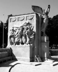 Monument aux morts de la commune - English: Dijon, Burgundy, France