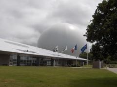 Relais de télécommunication dit Le Radôme - English: The radome of Pleumeur-Bodou.
