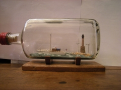 Phare des Roches-Douvres - English: La Horaine and Roches-Douvres lighthouse in a bottle. By François Jouas-Poutrel, lighthouse keeper of Roches-Douvres during 21 years.