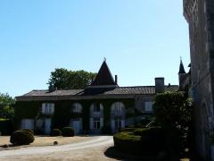 Château de Pouthet - Français:   L\'aile des anciens communs, côté oriental du château de Pouthet, Eymet, Dordogne, France.