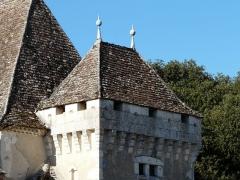 Château de Pouthet - Français:   Tour à faux mâchicoulis, château de Pouthet, Eymet, Dordogne, France.