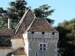 Château de Pouthet - Français:   Pavillon et tour à faux mâchicoulis, château de Pouthet, Eymet, Dordogne, France.