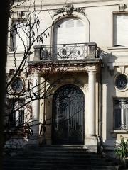 Hôtel Brou de Laurière - Français:   L\'entrée de l\'hôtel Brou de Laurière, Périgueux, Dordogne, France.