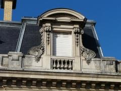 Hôtel Brou de Laurière - Français:   Lucarne de l\'hôtel Brou de Laurière, Périgueux, Dordogne, France.